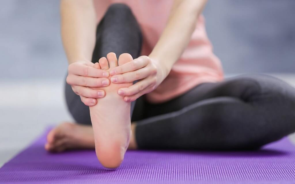 pain in toes and feet