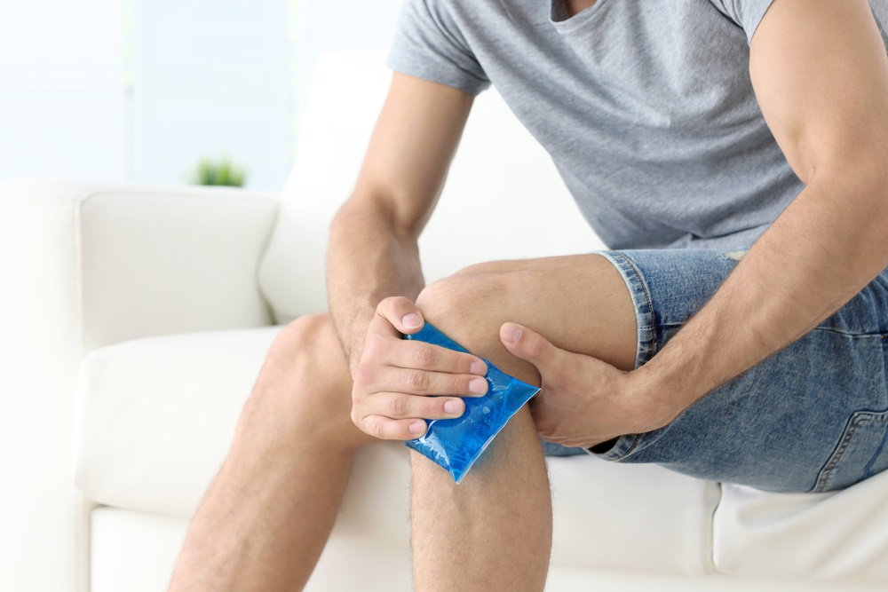Ice vs. Warm Compresses For Pain: When to Use Them