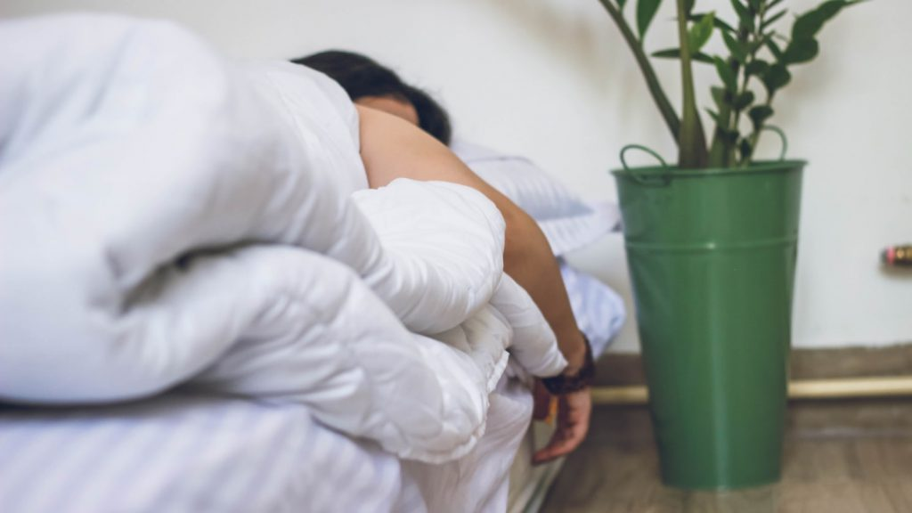 choosing the best sleeping positions with back pain